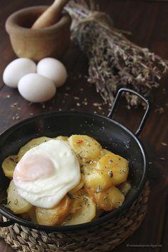 Cocina compartida: Patatas con adobo y huevos de corral