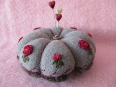 LOVE THE ROSE EMBROIDERY - Pincushion