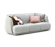 Patricia urquiola upholsters modular sofa for moroso in for Canape urquiola