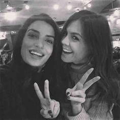 Con una de las hijas de la flama que la visita en Grecia =)