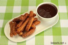 Spaanse Churros, ontzettend lekker! :D Recept: http://www.baksels.net/site/churros/