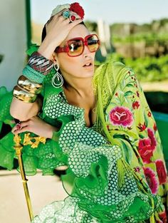Viva la feria Sexy Women, Lady, People, How To Wear, Closet, Breakfast Nook, Flamenco Dresses, Saddle Pads, Ruffles