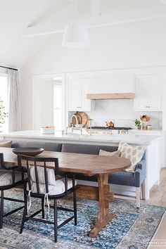 Establishing designated areas within your open space can be difficult. Enter: the kitchen island banquette. #kitchendesign #kitchenideas #homedecor