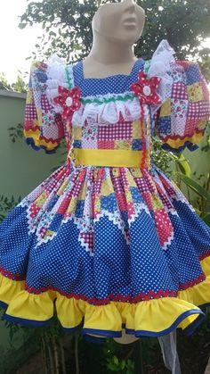 30701751b O vestido foi confeccionado em tecido 100% algodão, com aplicação de  sianinhas e tiras