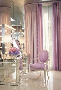 Gorgeous mirrored vanity table!: