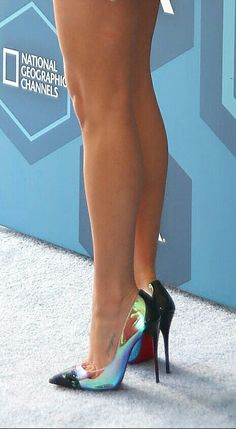 Leah Michelle: black pumps, toe cleavage, and great legs.