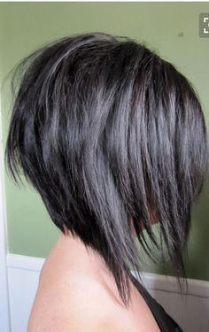 Short Angled Bob With Layers bob frisuren Short Angled Bobs, Layered Inverted Bob, Angled Bob With Layers, Medium Hair Styles, Short Hair Styles, Angled Bob Hairstyles, Edgy Haircuts, Inverted Bob Hairstyles, Hairstyles 2018