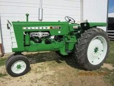 OLIVER 1600 Tractor Farming, Tractor Photos, Disney Pics, Vintage Tractors, Rubber Tires, Iron, Trucks, Cars, Medium