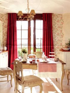 Una Casa con mucho estilo / A House with style French Country Interiors, French Country Style, Christmas Deco, Christmas Home, French Christmas, Interior Architecture, Interior And Exterior, Red And White Kitchen, Shabby Home