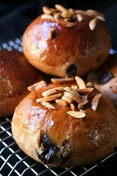 Petits pains viennois chocolat-mandes