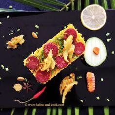 Riz chauffé épicé aux saucisses chinoises et chutney de mangue verte au curcuma.
