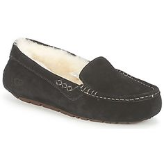 The Ansley Slipper by @uggaustralia . A soft suede upper with a blanket stitch feature. Fully lined with soft durable sole. #shoes #slippers comfy #cozy #sheepskin #leather #womens #winter #fashion #uk