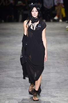 The complete Ann Demeulemeester Spring 2018 Ready-to-Wear fashion show now on Vogue Runway.