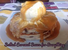 Miss Mamo shares her recipe for a delicious salted caramel sauce: for everything. Once you try it, you will understand why! This simple recipe makes 2 cups Salted Caramel Sauce, Sweet Stuff, I Foods, Bobs, Food Inspiration, Sweet Treats, Goodies, Easy Meals, Cupcakes