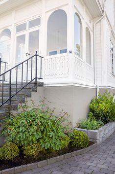 Våre beste fargetips til grunmuren - Jotun Uteinspirasjon Deck, Stairs, Outdoor Decor, Home Decor, Terrace, Wall, Stairway, Decoration Home, Staircases