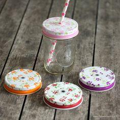 Couvercle rose avec un trou pour mason jar
