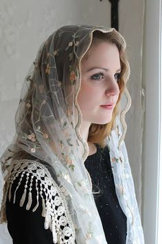 Evintage Veils~ This lovely and light high quality mantilla Veil features an ivory embroidered English net lace with rose floral and vines design , and is trimmed with a beautiful and elegant Venise fringe lace at back hem. Soft and light! This would be an excellent mother-of the-bride