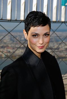 Morena Baccarin – Visits The Empire State Building 11 - Kurzhaarfrisuren Morena Baccarin, Super Short Hair, Short Hair Cuts, Pixie Hairstyles, Pixie Haircut, Haircuts, Hot Hair Styles, Natural Hair Styles, Superkurzer Pixie