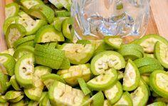 Un lichior neobişnuit, cu gust inconfundabil, cu efecte deosebite asupra sănătăţii. Pickles, Cucumber, Food, Essen, Meals, Pickle, Yemek, Zucchini, Eten