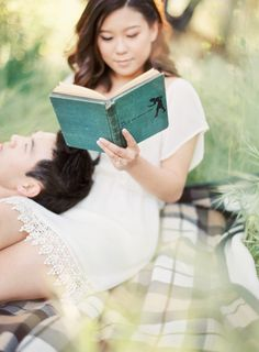 Engagement Photos by The Great Romance on wedding blog Wedding Sparrow8