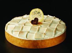 Torta limone e frutta meringata  fondo di pasta sablèe marmellata di limone crema di limone pan di spagna crema di limone meringa alla fiamma decoro