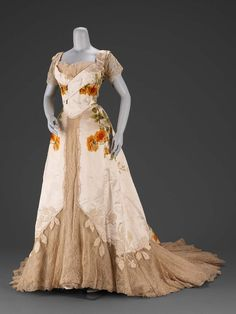 Designed by Jean-Philippe Worth for House of Worth circa 1902 made from Silk, voided velvet with satin ground, appliquéd and trimmed with chenille and rhinestones, lace. 1900s Fashion, Edwardian Fashion, Vintage Fashion, Edwardian Era, Edwardian House, Edwardian Dress, 1920s Dress, Victorian Gothic, Gothic Lolita