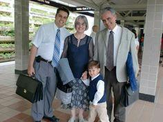 Esperando en estación al  el Tren Urbano para ir a eschuchar al Suerintendente de Zona con mi familia.Conmigo en foto: mi hijo major, mi nieto y mi esposo.Verano 2012.