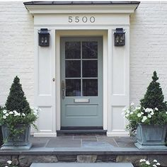 +a perfect entryway #entryway #whitewalls #hardwoodfloors #frontdoor #graydoor #slate #decor #home #house #interiordesign #interiors #exteriors #theivorydoor #ivory #homedecor @loithai and his perfect eye for decor