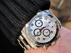 Gotta' love a white gold Daytona! 'Wish Rolex would offer this face on the stainless steel version. Rolex Daytona White, Rolex Daytona Watch, Rolex Cosmograph Daytona, Fine Watches, Sport Watches, Watches For Men, Luxury Watches, Rolex Watches, Men Watches