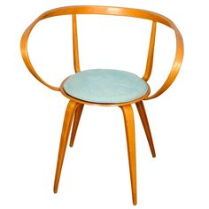 Rare and original Pretzel chair designed by George Nelson in This particular copy is part of the limited batch production by Plycraft for Herman Miller. Modern Armchair, Mid Century Modern Furniture, Modern Chairs, Plywood Design, George Nelson, Chair Design, Cool Furniture, Mid-century Modern, Pretzel
