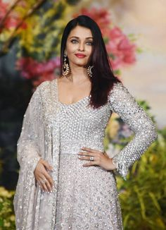 Indian Bollywood actress Aishwarya Rai Bachchan poses for a picture during the wedding reception of actress Sonam Kapoor and businessman Anand Ahuja. Aishwarya Rai Photo, Actress Aishwarya Rai, Indian Bollywood Actress, Aishwarya Rai Bachchan, Bollywood Fashion, Deepika Ranveer, Sabyasachi Gown, Bollywood Lehenga, Anarkali Dress