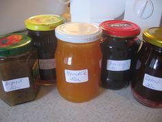 Jak vytvořit jakýkoli druh marmelády do 5 minut - Zkus to sám Drink Bottles, Mason Jars, Sweets, Drinks, Food, Drinking, Beverages, Gummi Candy, Candy