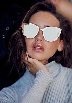 929a56147a5e1 Love the sunglasses omg Óculos De Sol Feminino, Óculos Feminino, Gato Com  Oculos,