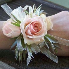 18 Chic and Stylish Wrist Corsage Ideas You Can't Miss! #weddings #weddingideas
