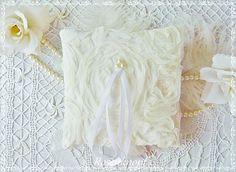 Ringkissen SCARLETT Ivory Rosen aus Tüll mit Perlen für die Braut