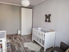 pokój pokoik dla dziecka chłopca białe meble szare ściany dulux