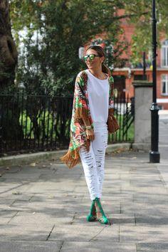 lala-noleto-calca-jeans-rasgada-blessed-kimono-franja-oculos-espelhado-londres-3