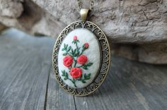 Red rose necklace.Stitched Pendant.Felt Jewelry.Red Flower Pendant.Embroidered…