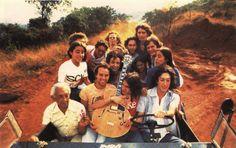 os amigos do Clube da Esquina na estrada, nos anos 1970, a bordo do Jeep pilotado por Toninho Horta. Veja mais em: http://semioticas1.blogspot.com.br/2012/03/o-clube-da-esquina.html