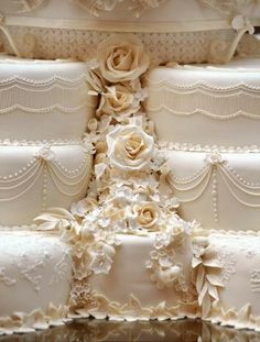 The royal cake: William and Kate chose well!