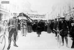 Wien, 1913. 1913: Frauen demonstrieren in Ottakring für ihr Wahlrecht. Museum, Hungary, Austria, Street View, Concert, Outdoor, Equality, Women, Historical Pictures