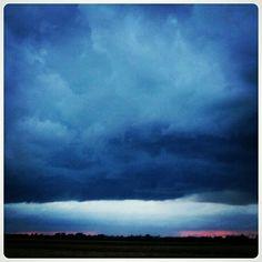 Dark. Weather. Storm. Donkere lucht. Clouds. Wolken.