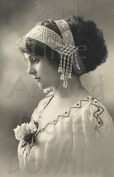 vintage photos of victorian women - - Yahoo Image Search Results Vintage Abbildungen, Images Vintage, Vintage Girls, Vintage Pictures, Vintage Photographs, Vintage Beauty, Vintage Postcards, Vintage Antiques, Vintage Outfits