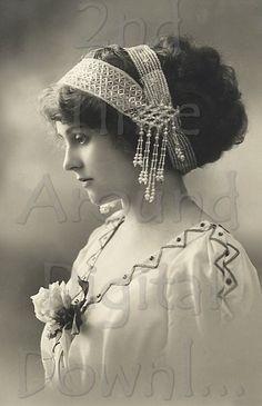 vintage photos of victorian women - - Yahoo Image Search Results Vintage Abbildungen, Images Vintage, Vintage Girls, Vintage Pictures, Vintage Beauty, Vintage Postcards, Vintage Outfits, Vintage Woman, Vintage Photos Women