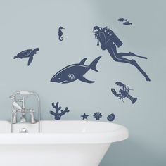 Surround yourself with creatures of the ocean with our Marine Life Wall Decal! Perfect for an underwater theme room or bathroom