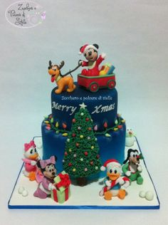 Christmas cake: Baby Mickey Mouse and friends - by ZuccheroeStelle @ CakesDecor.com - cake decorating website
