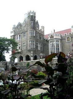 historical Casa Loma Castle in Toronto Ontario, Canada Beautiful Places To Live, Oh The Places You'll Go, Places To Travel, Places Ive Been, Canada Pictures, Lets Run Away, Fairytale Castle, Manor Houses, Modern City