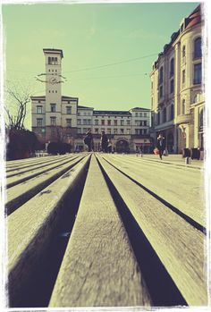 Hätte heute beinahe mitten im Winter Frühlingsgefühle bekommen. :)  #Erfurt, Bahnhof #Vorplatz Jan. 2019 Railroad Tracks, Instagram, Too Nice, Front Courtyard, Erfurt, City, Pictures, Culture, Train Tracks