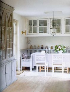 Gustavian Style - A Higher End looking Swedish style (vs Scandinavian Country Style) Swedish Cottage, Swedish Decor, Swedish Style, Swedish House, Swedish Design, Swedish Kitchen, Scandinavian Living, Scandinavian Interior, Cocina Office