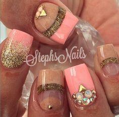 Chic coral nails